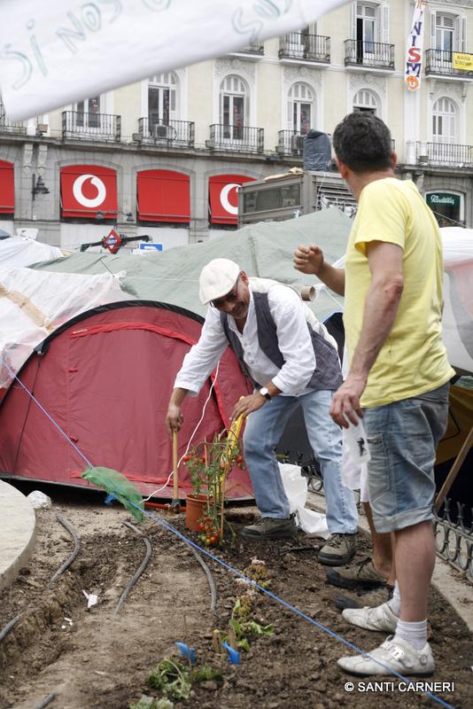Fotorreportajeando la acampada de la puerta del sol for Puerta del sol hoy