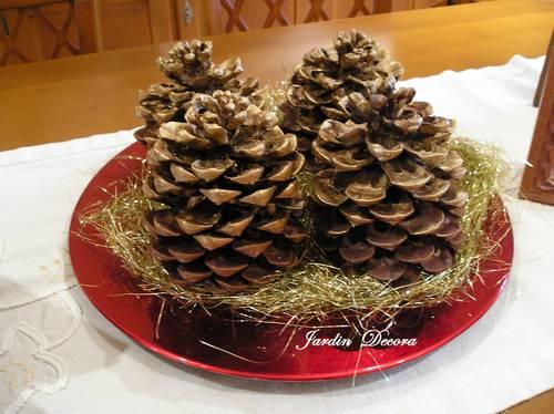 centro-mesa-navidad-piñas-doradas