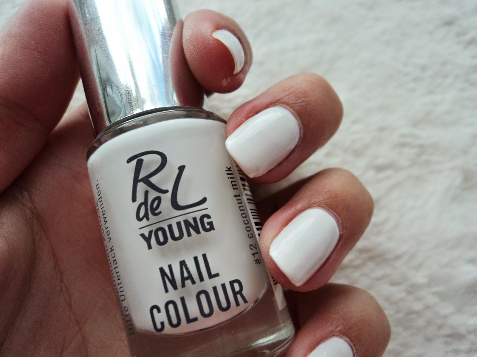 Lara Loretta ♥: weißer nagellack (: