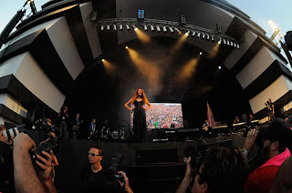 http://bagarai.com.br/wp-content/uploads/2012/03/bagarai-rock-in-rio-show.jpg