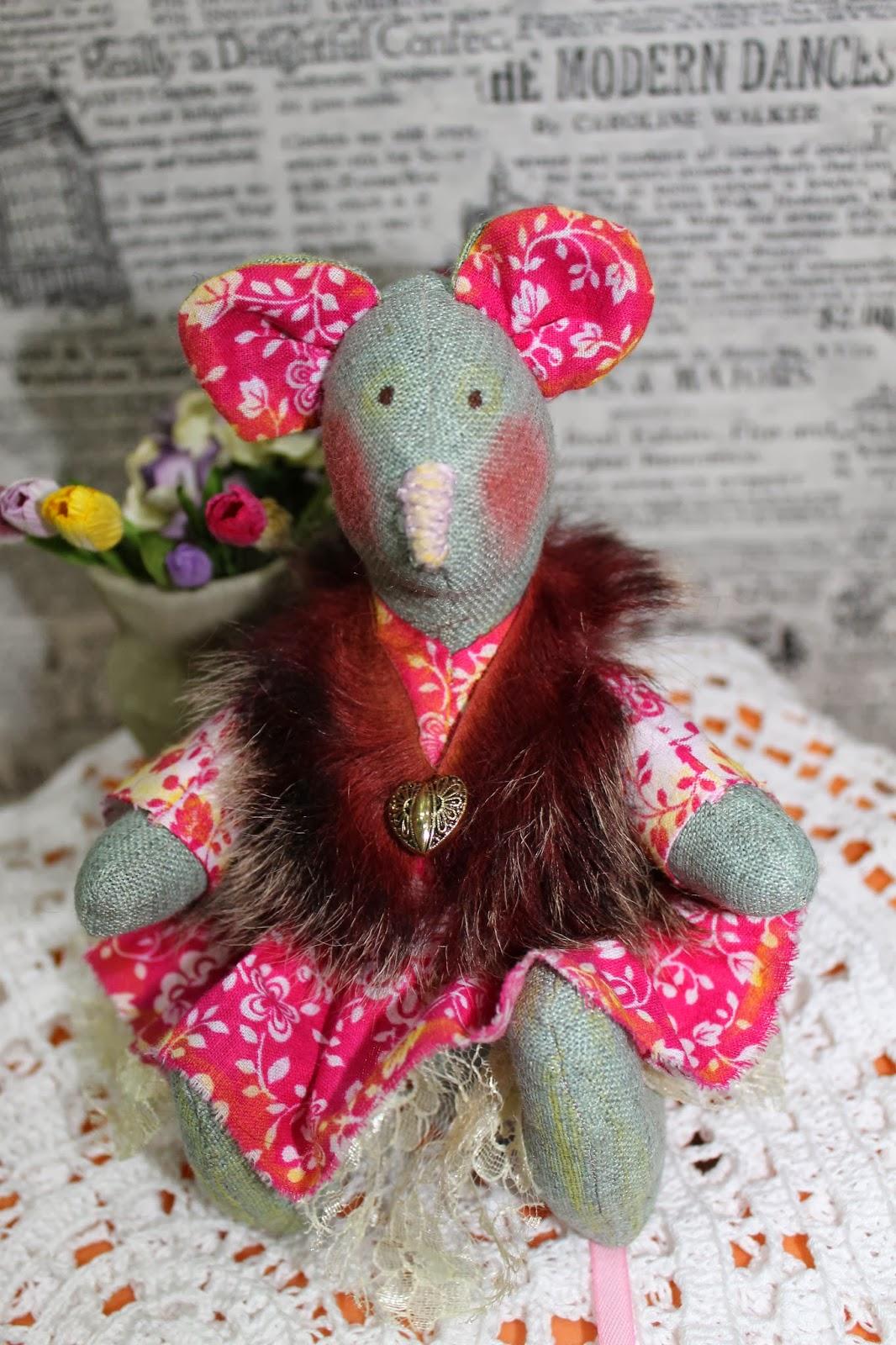 Интерьерная игрушка Маленькая весенняя мышка