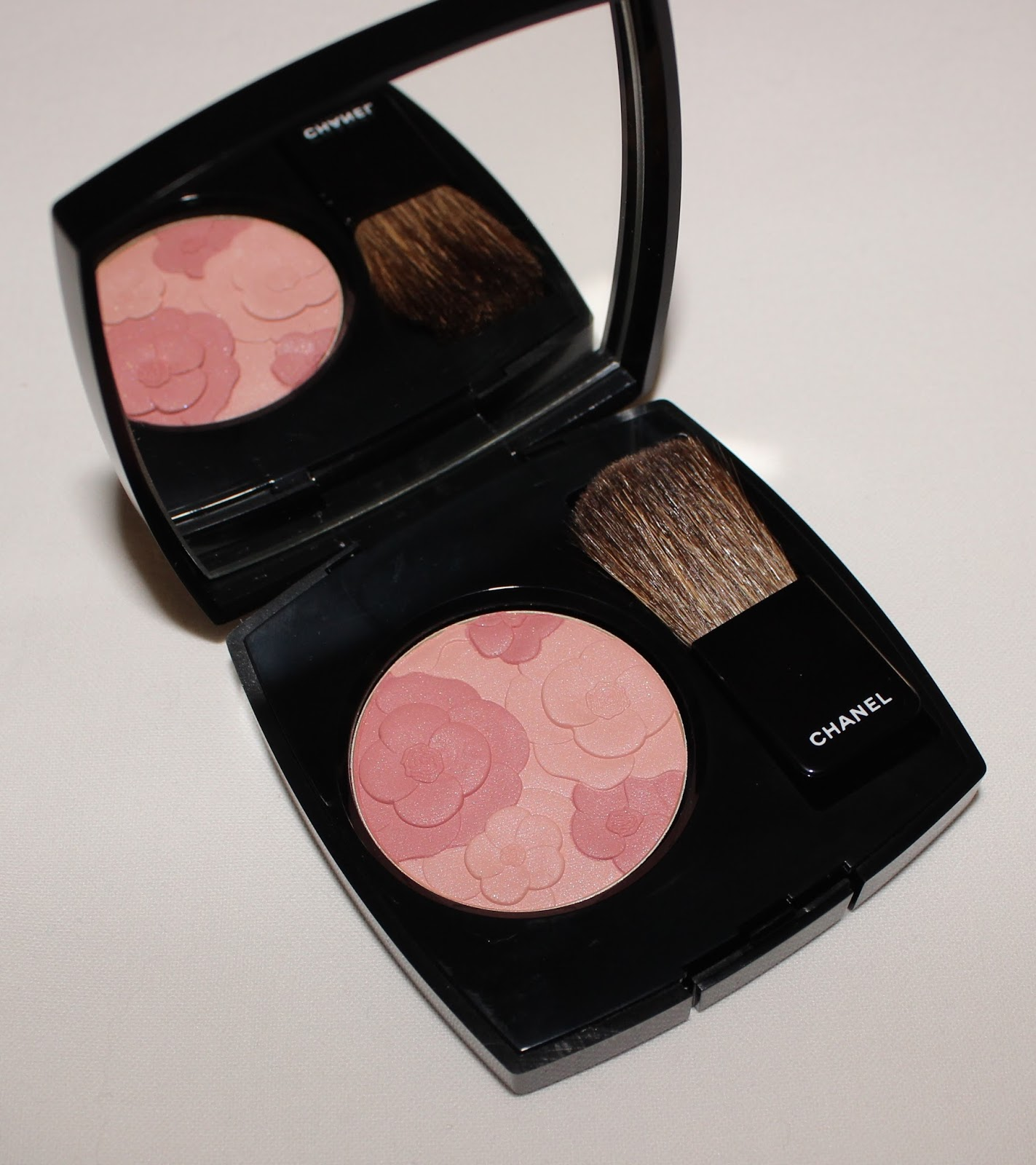 Luxury on the lips chanel reverie parisienne collection for Jardin de chanel blush 2015 kaufen