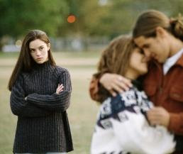 """الخيانة """"مرض"""" جيني - رجل يخون حبيبته خائن زوجته"""