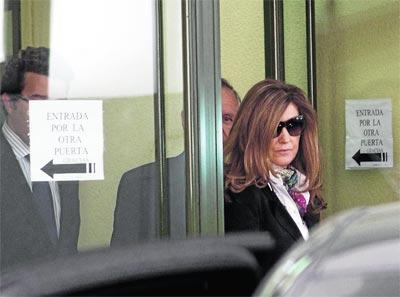 Rosalia Iglesias cuando entraba en los juzgados como el resto de los imputados. Abril 2010