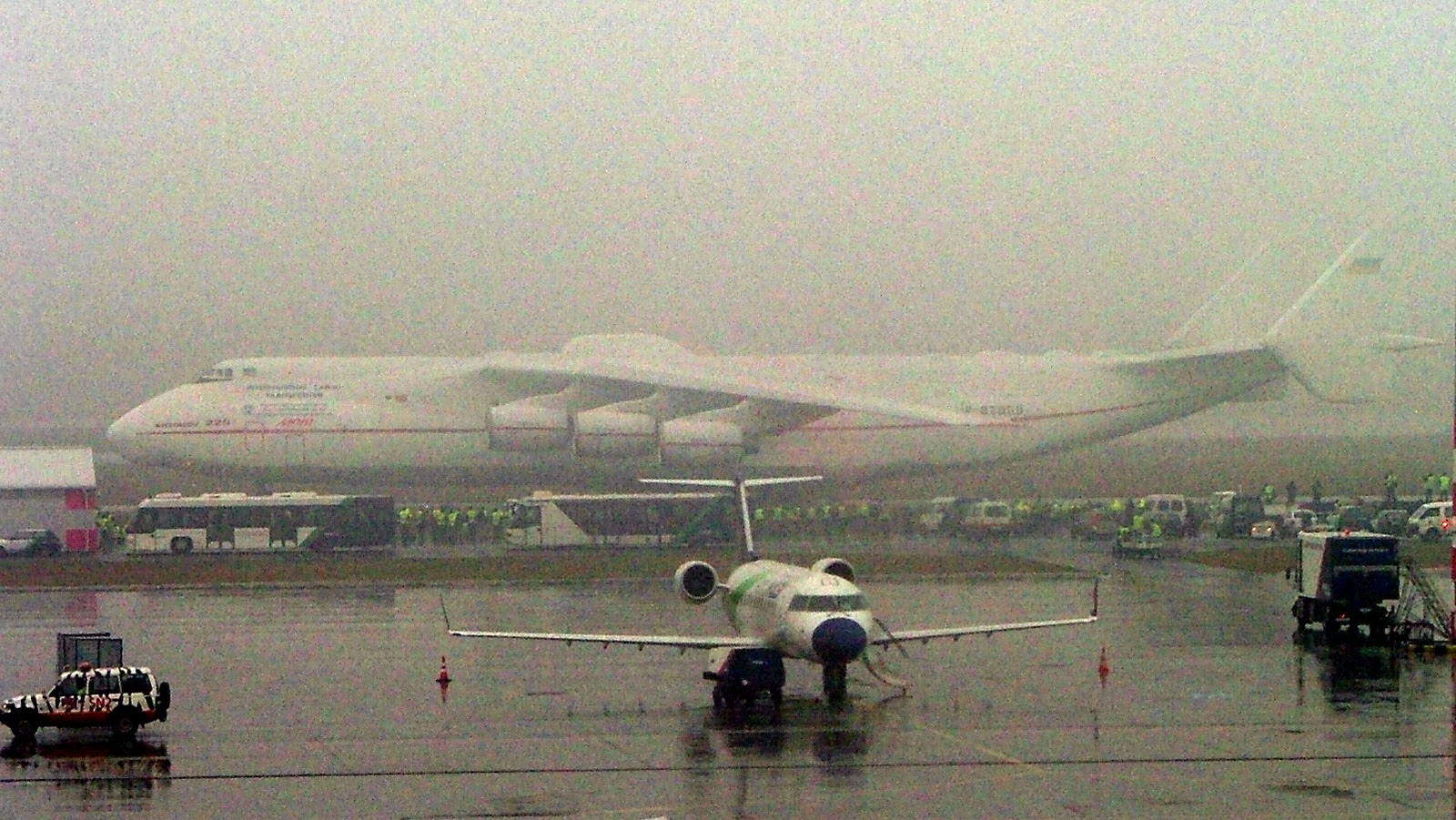 http://4.bp.blogspot.com/-9UgQ72cNsHA/TZCgMXu2_RI/AAAAAAAAFJo/vMsfAVW-5bs/s1600/an225+largest+aircraft+ever+2.jpg