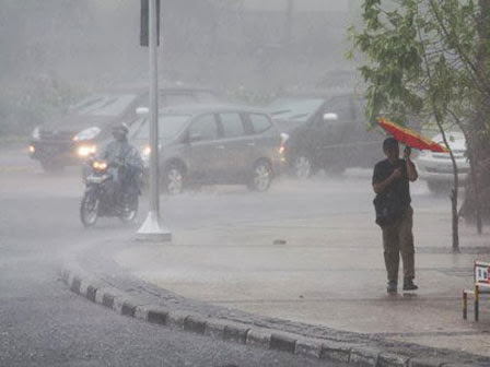 http://infotonothemycry.blogspot.com/2013/11/tips-menghadapi-cuaca-ekstrim.html