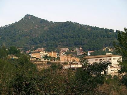 El Montpedrós i Santa Coloma des del carrer d'Antoni Gaudí