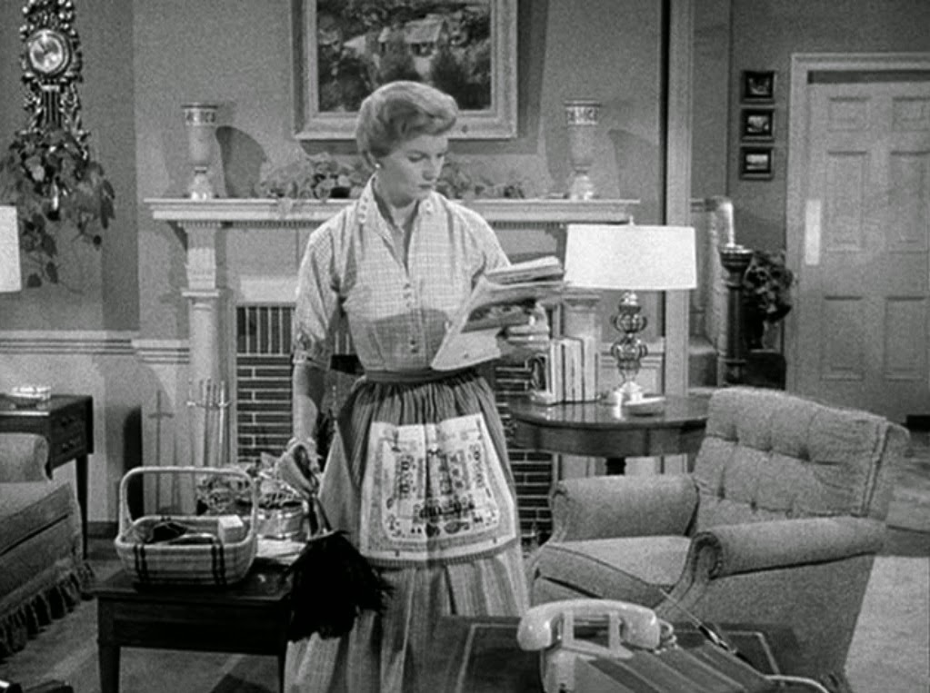 June cleaver b bilingsley always in pearls and a dress for Living room june jordan