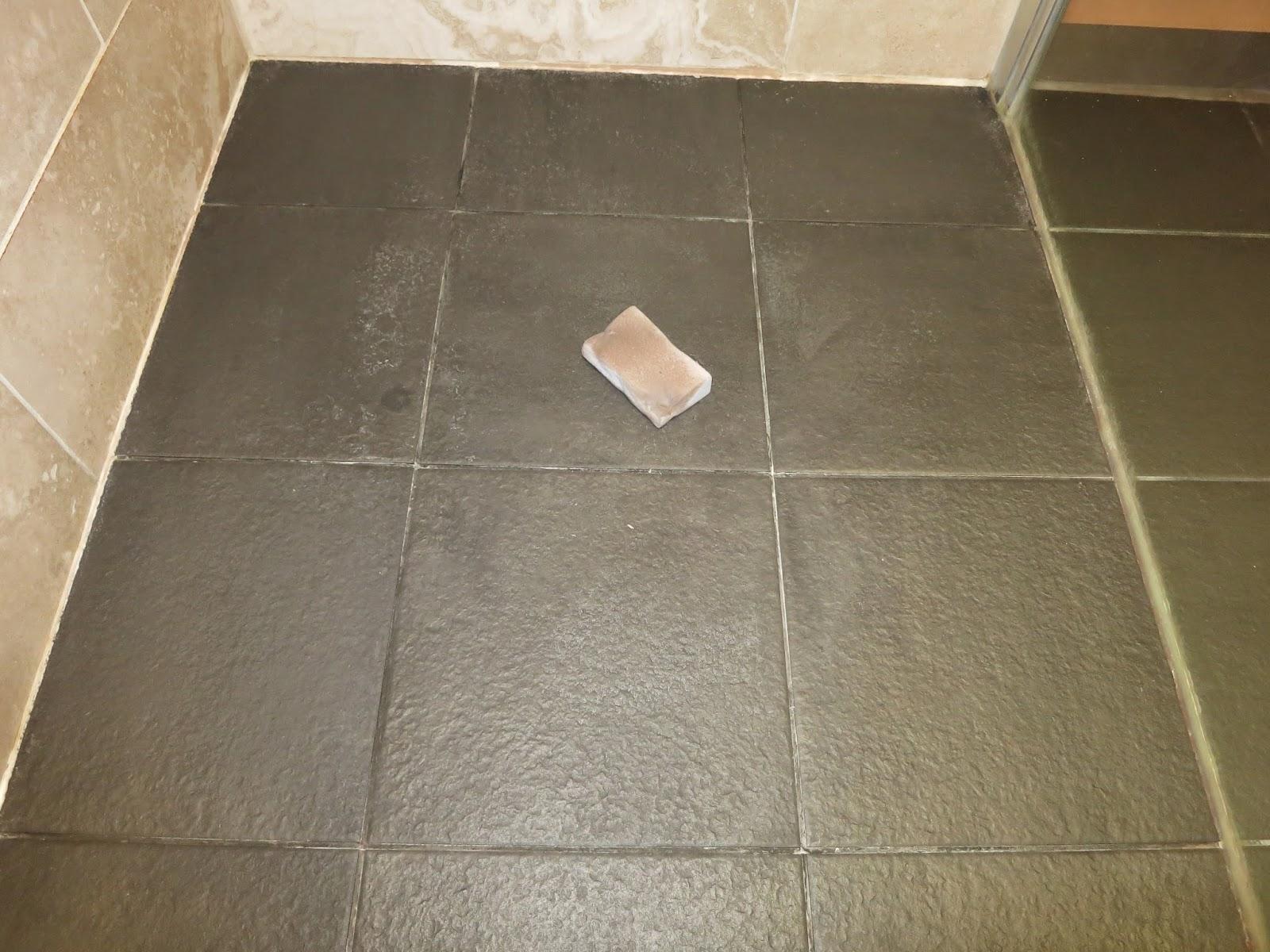 Welke Badkamer Ventilator ~ Mama Met Een Blog Tip Donkere badkamertegels met witte aanslag