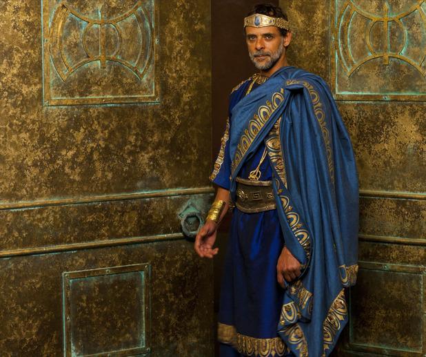 Alexander Siddig - Minos, rey de Atlantis