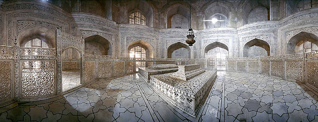 मकबरे पर लटकता हूँ कलश जो कि शिव लिंग पर जलाभिषेक करता है, मकबरे में इसका क्या औचित्य