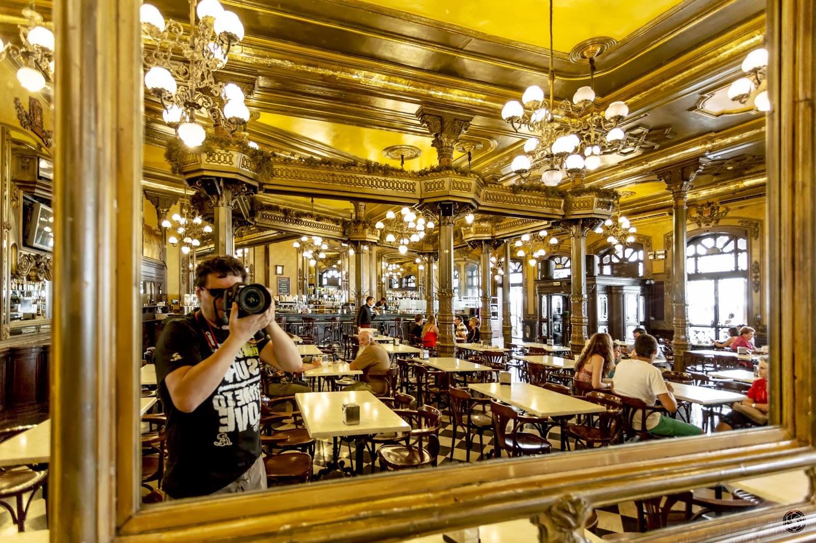 Autoretrato en el café Iruña :: Canon EOS 5D MkIII | ISO1600 | Canon 17-40 @17mm | f/4 | 1/60s