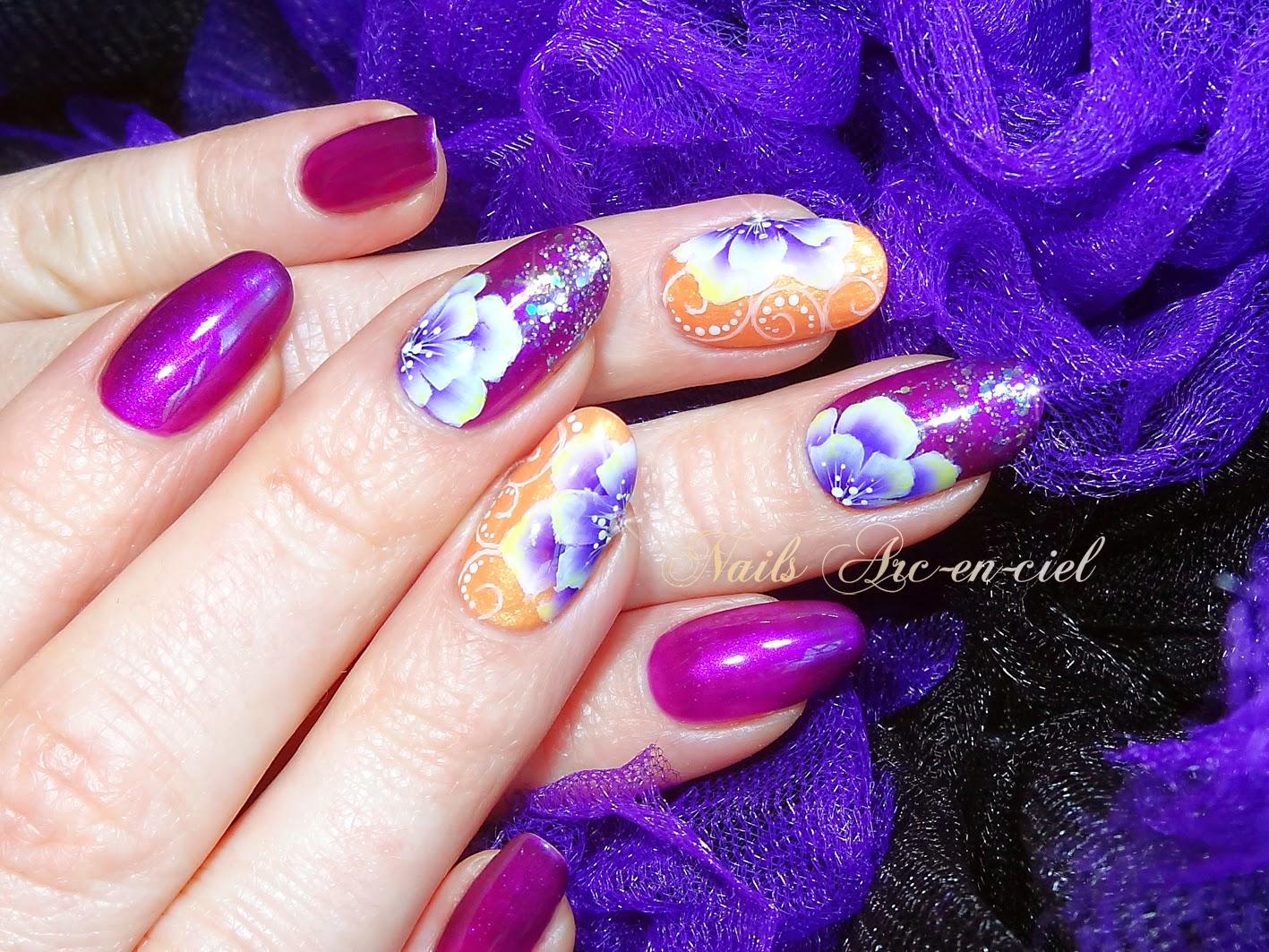 Nail art fleur one stroke et arabesques