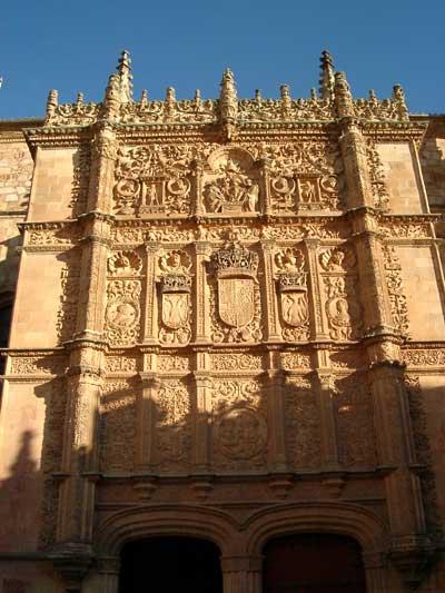 M s clases de arte fachada retablo de la universidad de for Universidades que ofrecen arquitectura