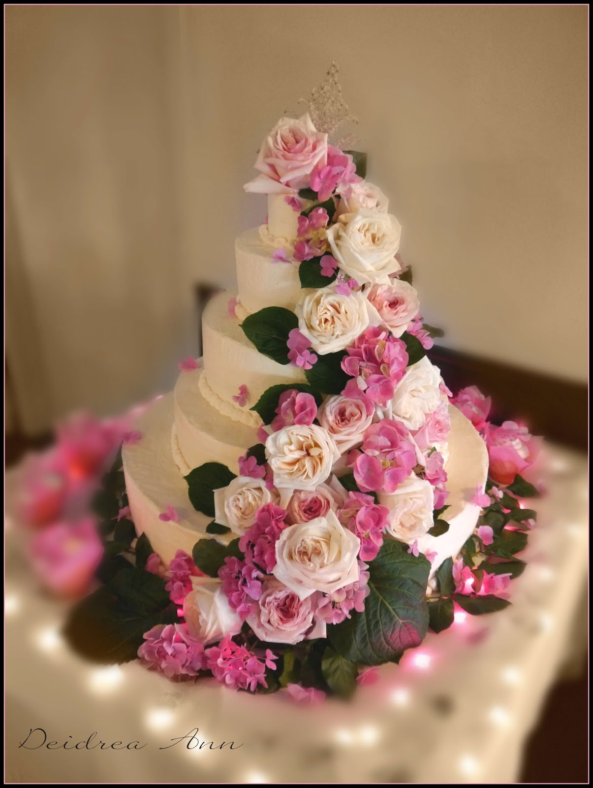 Suzy Homefaker ROMANTIC ROSES WEDDING CAKE
