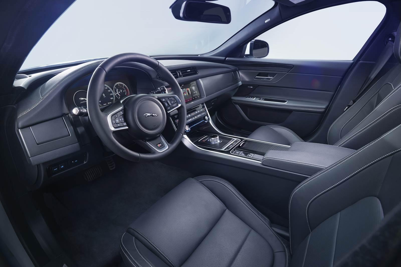 Novo Jaguar XF 2016 - interior