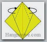 Bước 8: Gấp chéo hai cạnh giấy vào trong giữa hai lớp giấy.
