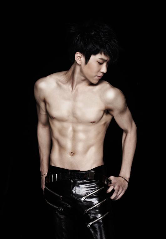 Hyunseong Boyfriend Six Pack Abs