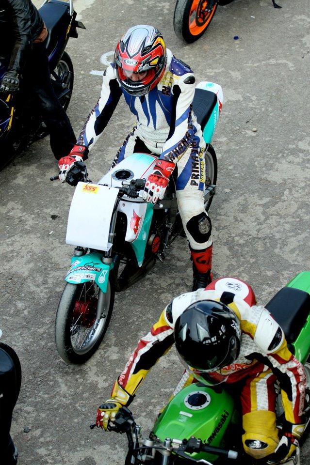 kawasaki ninja R 150 cornering indonesia road race ninja ghery 191