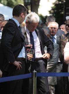smešne slike Boris Tadić prosuo vino