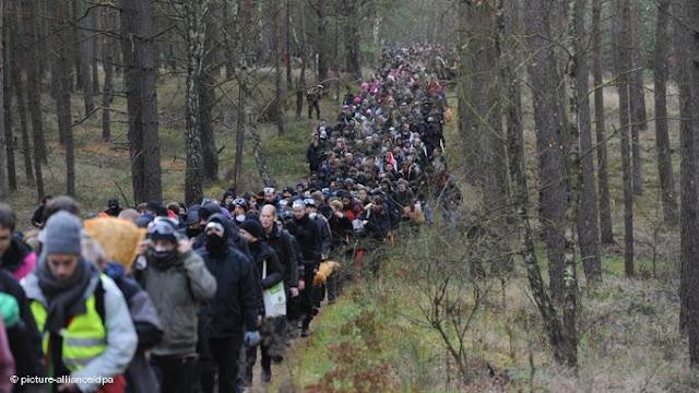 Alemanha: MILHARES DE PESSOAS PROTESTAM CONTRA TRANSPORTE DE LIXO ATÓMICO