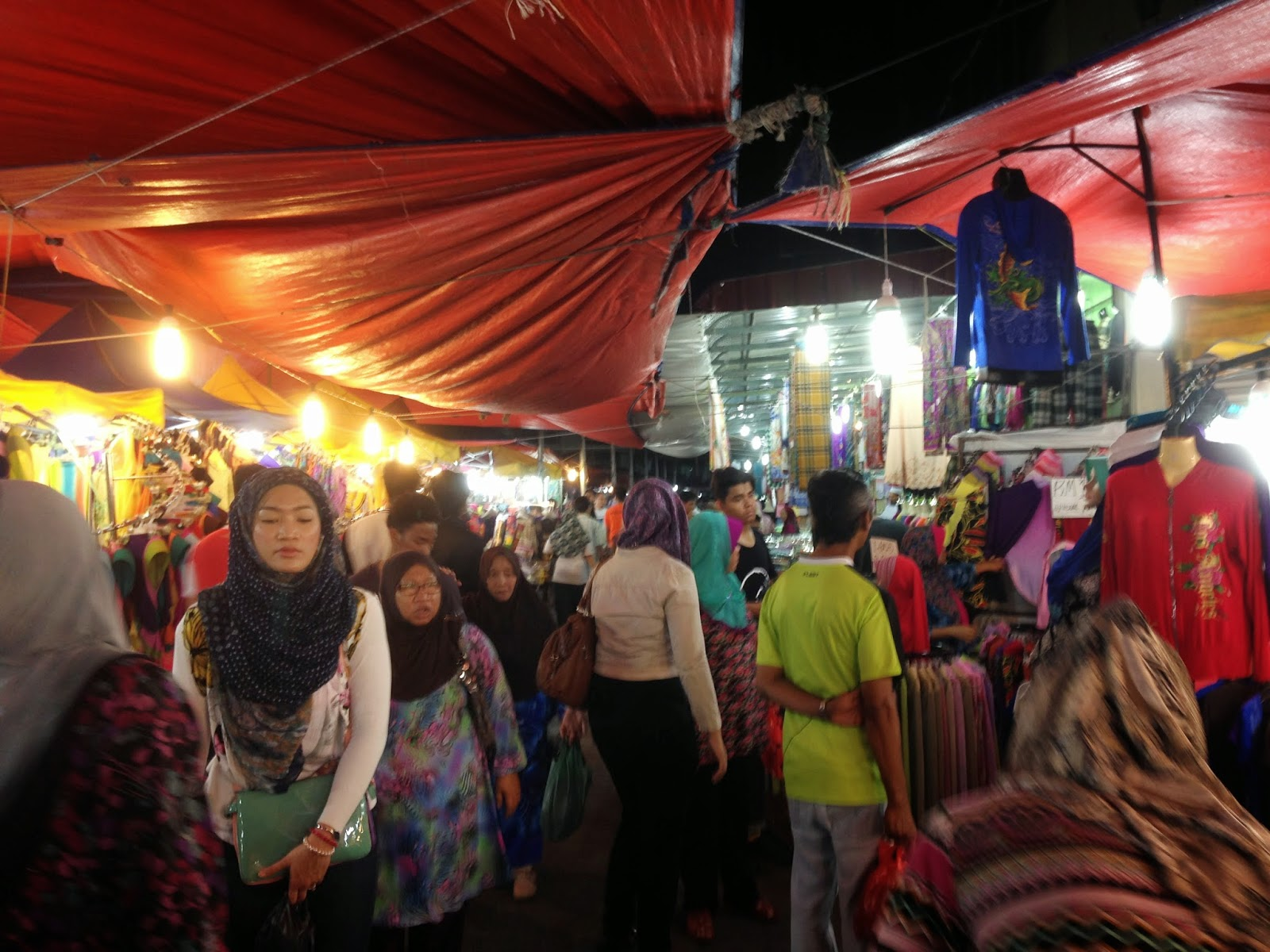 Crowd at Wakaf Che Yeh