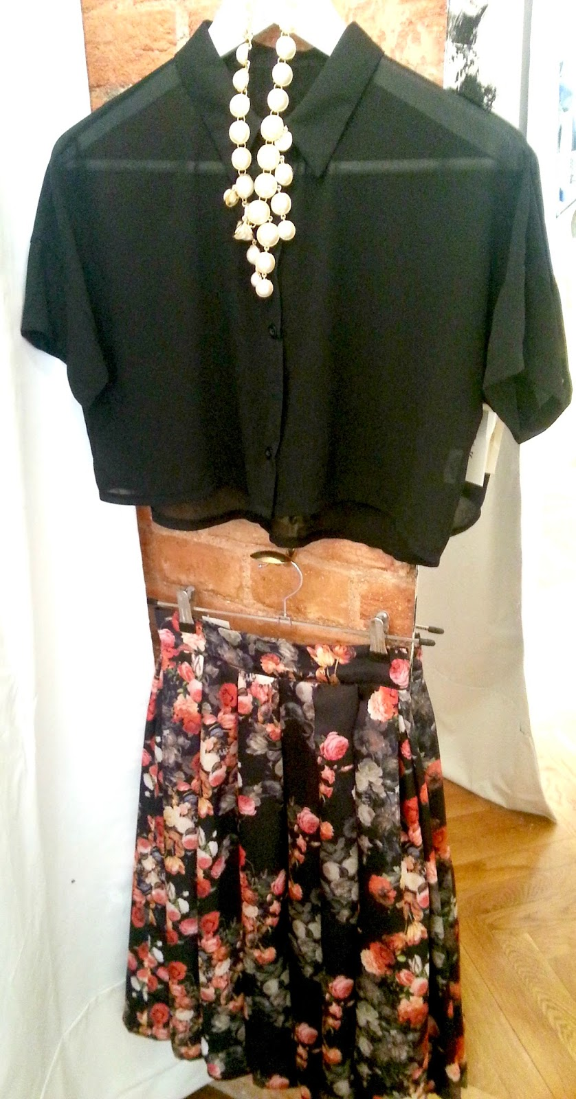 Conjunto Crop Top y Falda