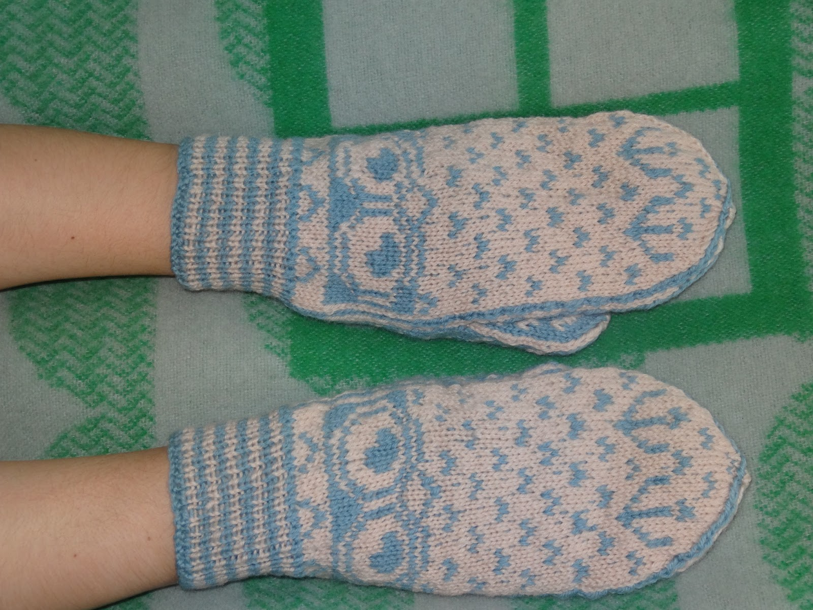 Marilla Walker: Owl mittens - knitting pattern