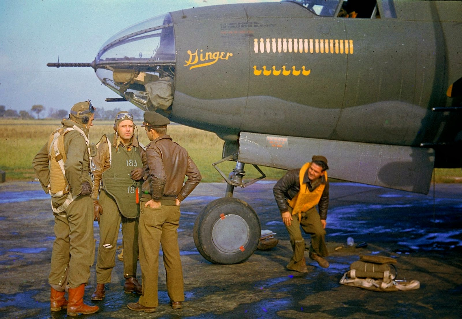 http://4.bp.blogspot.com/-9Wn3rdu5BoA/VLacQpEHyeI/AAAAAAABOMY/h07HYqIdLGQ/s1600/Rare+Color+Photographs+from+World+War+II+(6).jpg