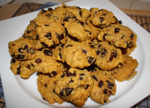Lindsay Loves It All: Healthy Pumpkin Dark Chocolate Chip Cookies.