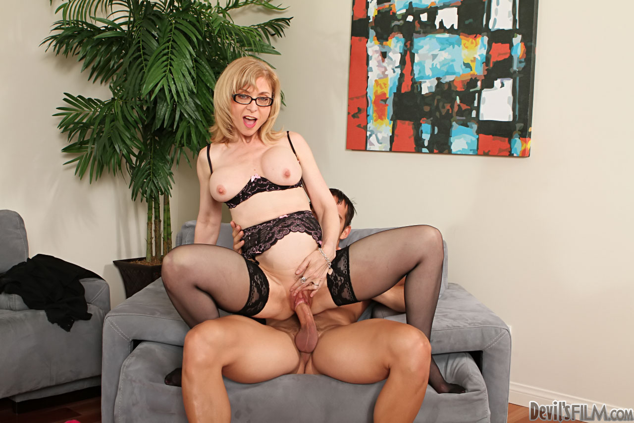 Секси мама в чулках порно