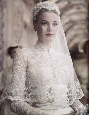 princess kate wedding dress. Princess Kate has made her