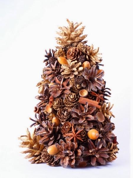 Relas albero di natale di pigne profumato del bosco un for Albero di natale con pigne