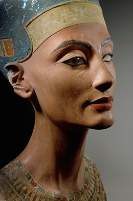 a comparison of the similarities and differences between the artworks the bust of queen nefertiti an The famous bust of nefertiti was found by a team of german archaeologists in egypt in 1912 it is now housed in the egyptian museum in berlin , germany smenkhkare.