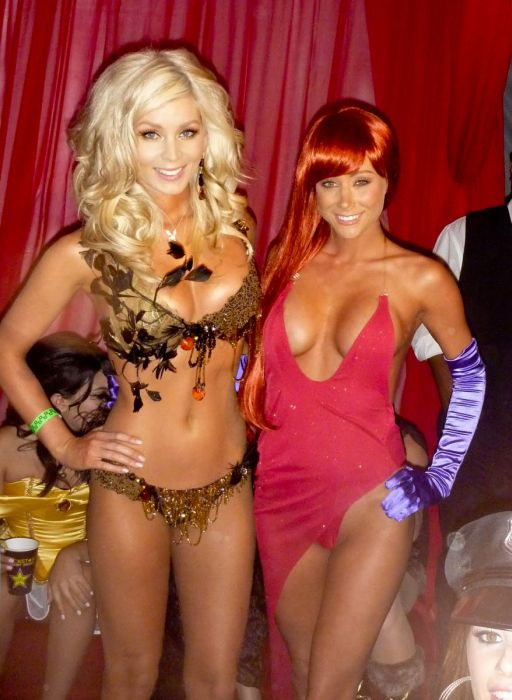 Heres Sara Jean Underwood Dressed Up In A Bunch Of Sexy Halloween Costumes