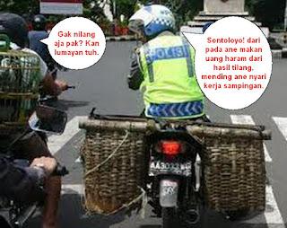 Foto Meme Kocak Pak polisi cari kerja sampingan!