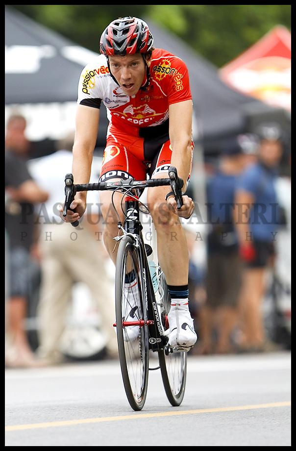 Les mardis cyclistes june 28 2011 david veilleux wins for Le miroir du cyclisme