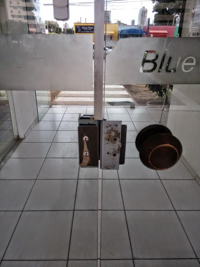 abrindo porta eletromagnética