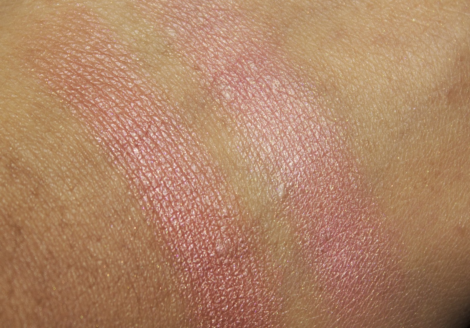 swatches of Charlotte Tilbury Swirl & Pop Blusher - Ecstasy