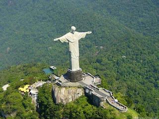 Patung Kristus Sang Penebus