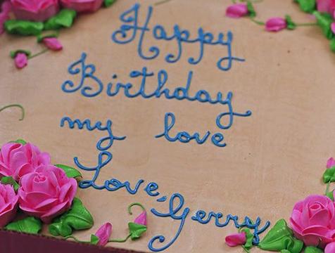 La tarta enviada por Gerry en Postdata te amo - Cine de Escritor