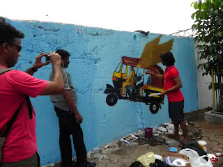 Fans and Media frenzy around Hemant Sonawane's flying rickshaw - seen here Zee 24Taas team