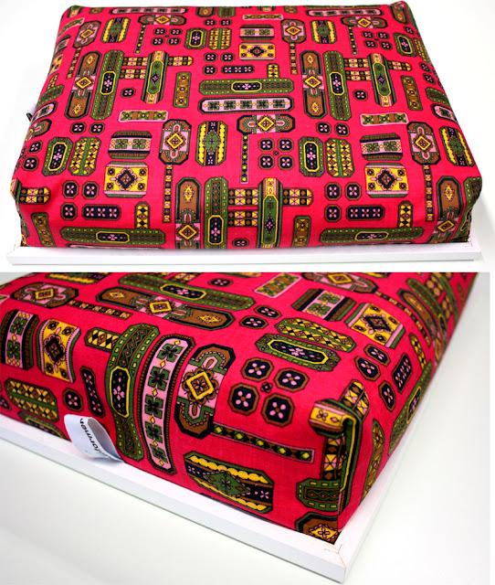 Knietablett, Laptray mit weißem Rahmen, Vintage Stoff Folklore 60er, 70er, weiß, rot, schwarz, gelb, grün, rosa,  Made in Germany wohnraumformer