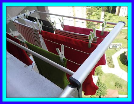 Balkon Dışına Asılmış Katlanabilir Çamaşırlık