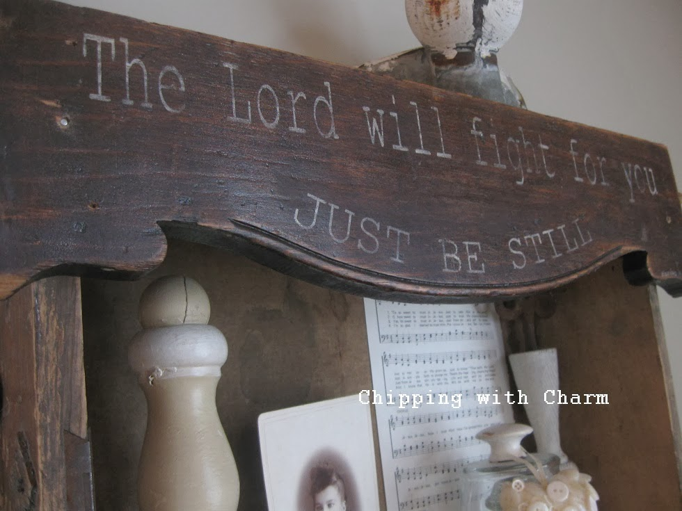 Chipping with Charm:  Top 3 Posts 2013, Couple of Drawers and a Sign...http://www.chippingwithcharm.blogspot.com/