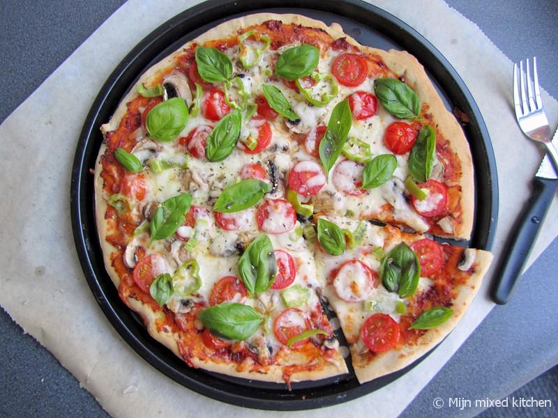 zelf pizza maken aan tafel