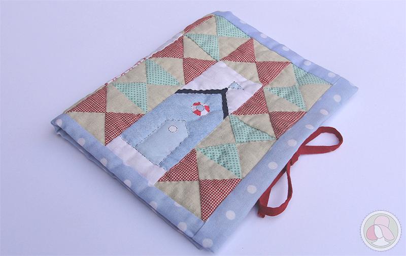 Funda para cartilla sanitaria de bebé de patchwork