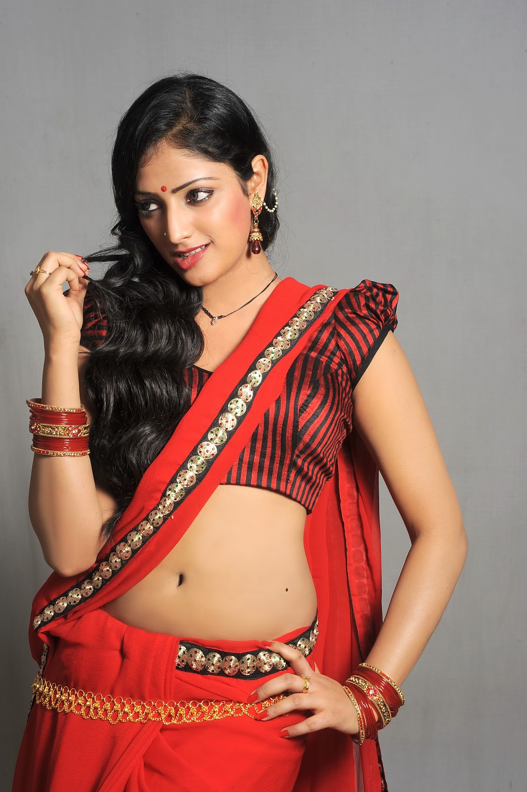 Hari Priya – Latest Hot Navel Pics