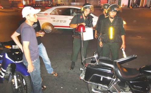 Sau 22h cảnh sát có động được phép kiểm tra xử phạt lỗi gì ?