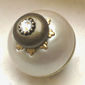 Nu Lily knob 1.5 in. diameter with crystal